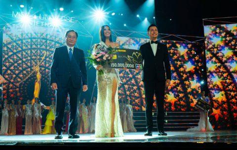 Hoa Hậu Hoàn vũ Khánh Vân cùng 2 Á hậu nhận quà tặng từ Tea Resort